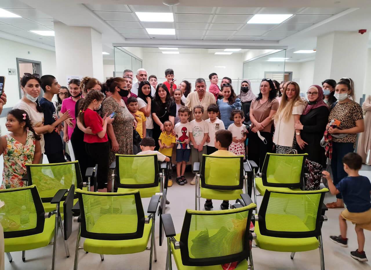 Фото на память. Профессор Рахманов с пациентами. Сентябрь 2021, г. Баку, Азербайджан