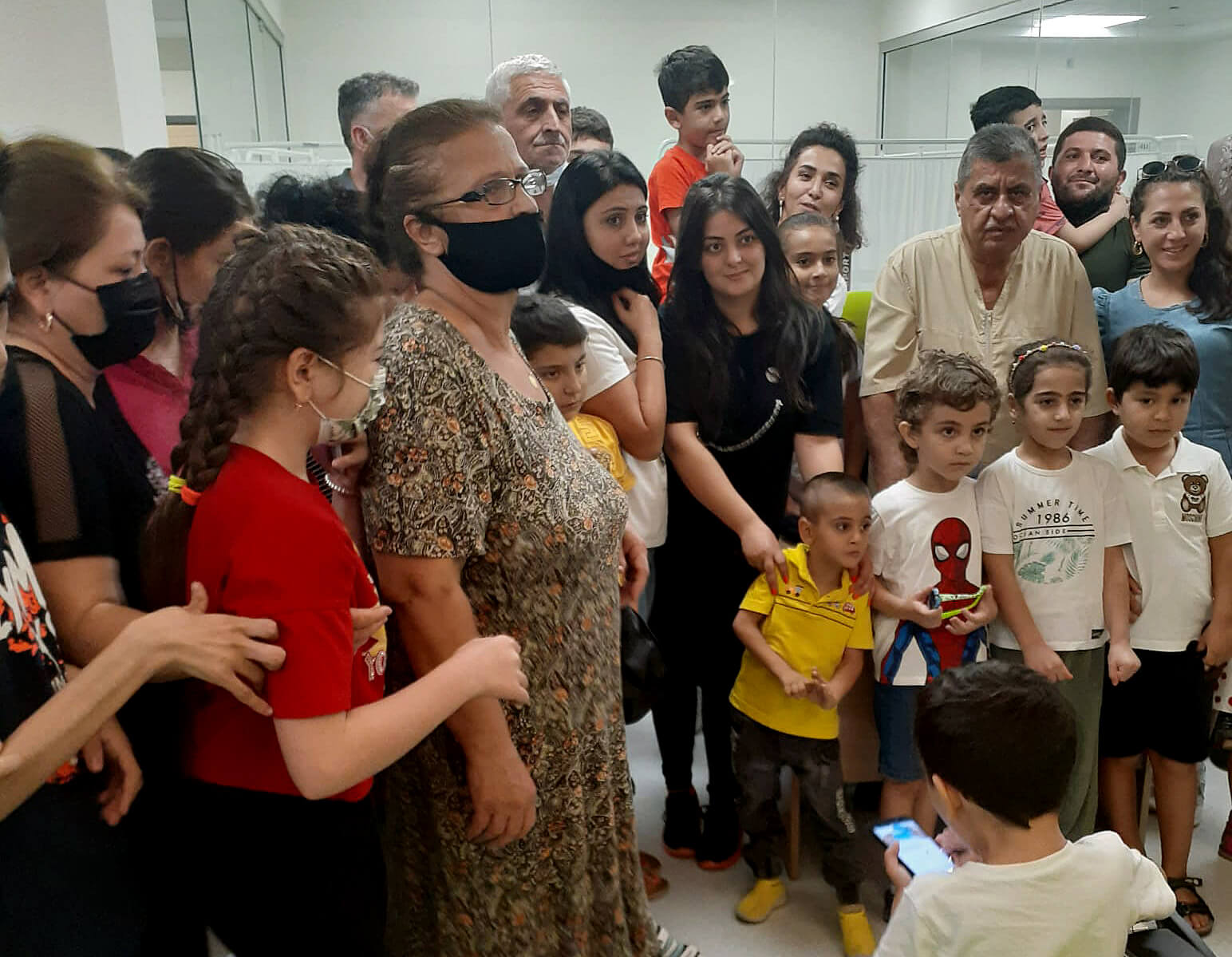 Фото на память. Профессор Рахманов с пациентами. Август 2021, г. Баку, Азербайджан